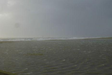 Wellen laufen über die Düne (Foto: Tore J. Mayland-Quellhorst).