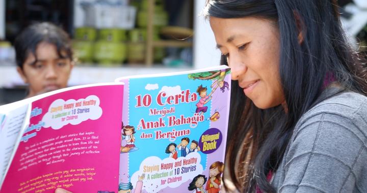 Ziadah reads to children