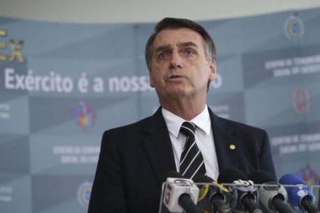Resultado de imagem para Governo estuda baixar imposto sobre celular e computador, diz Bolsonaro