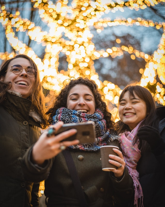 technology bringing people together selfies