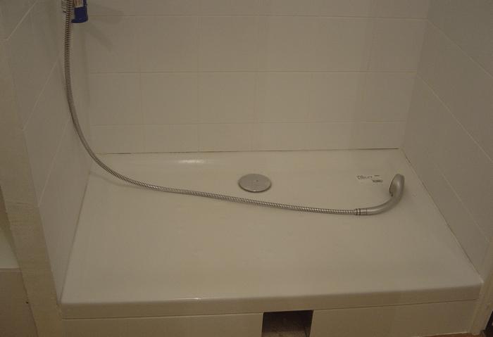 la pose de bac a douche en details le