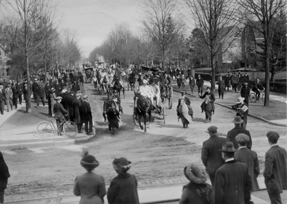 1913_parade_AC112_Box_SP17_Image_4086