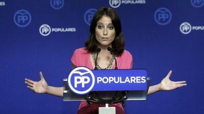 La diputada catalana del PP Andrea Levy, en una rueda de prensa. EFE/Emilio Naranjo