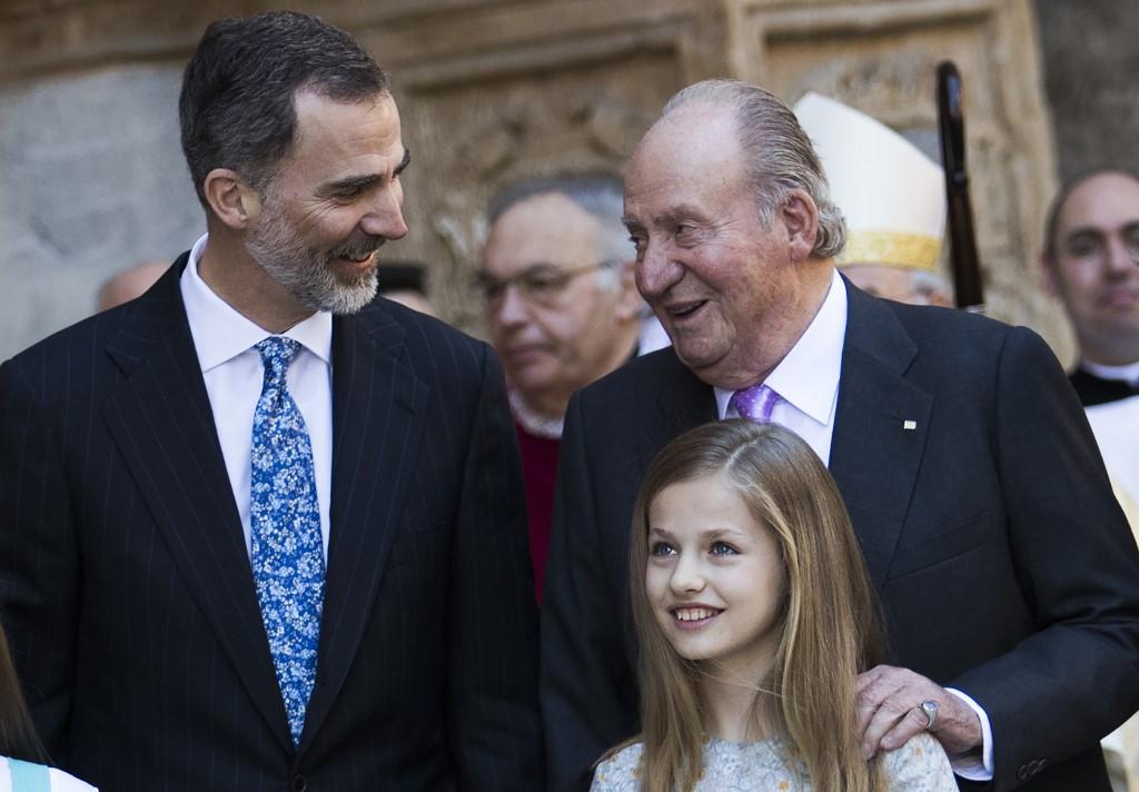 El rey Felipe VI, Juan Carlos I, y la princesa Leonor, en la Catedral del Palma de Mallorca, en abril de 2018. AFP/Jaime Reina