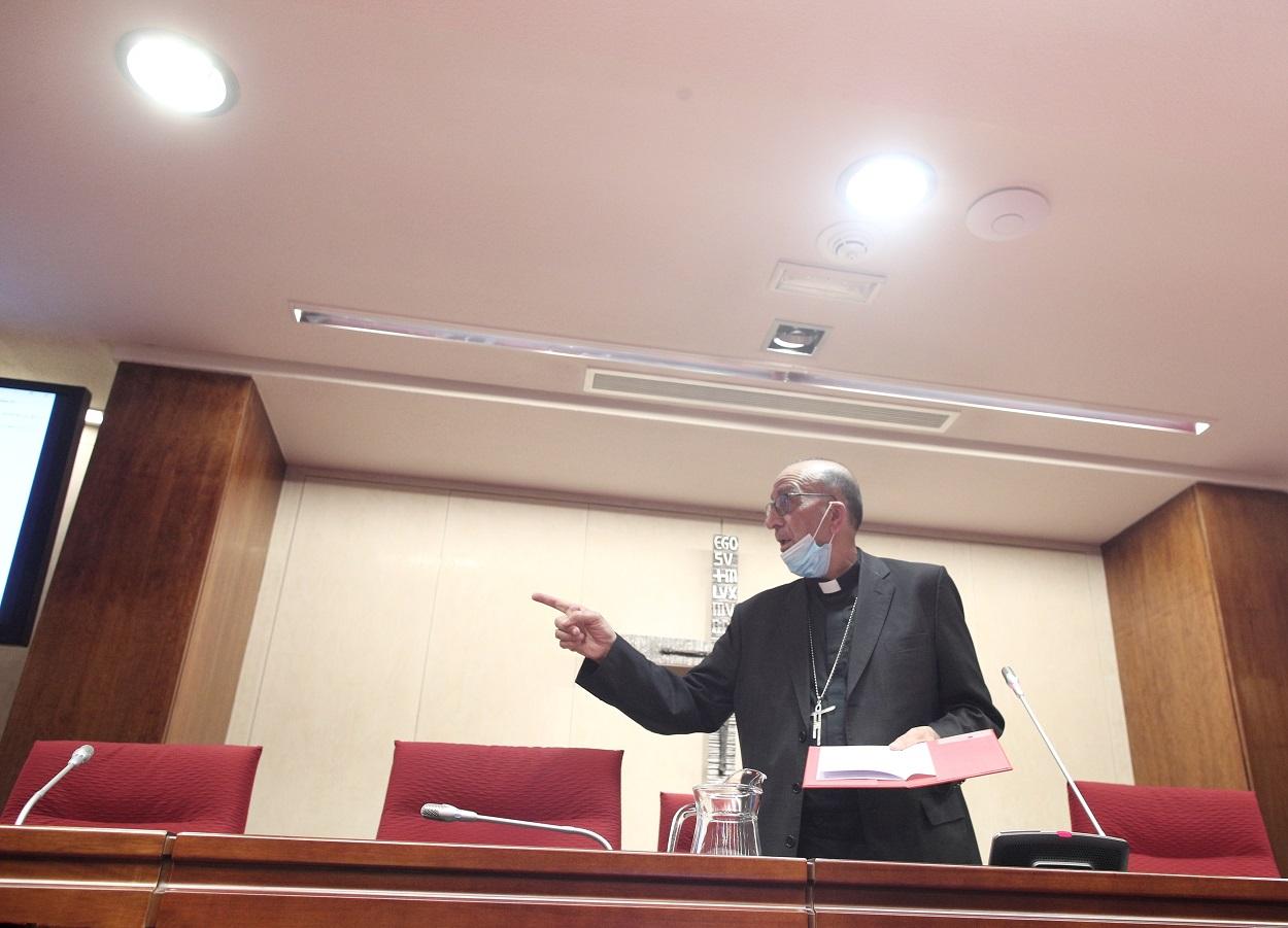El presidente de la Comisión Permanente de la Conferencia Episcopal Española (CEE), el cardenal Juan José Omella, momentos antes del inicio de una reunión del órgano en la Casa de la Iglesia, en Madrid. E.P./Eduardo Parra