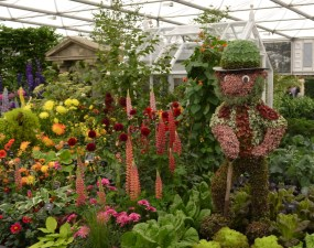 A gardener made of 3D bedding plants