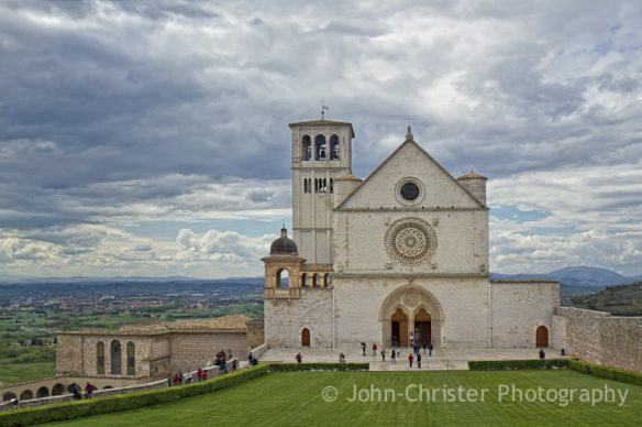 Front entrance to the Basilica of St Francis of Assisi