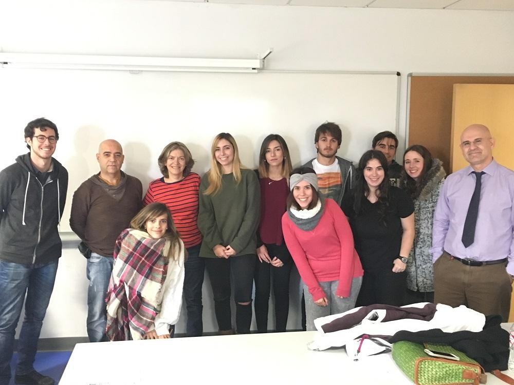 Jorge Iván Suárez, segundo por la izquierda, con estudiantes de Cine UCJC