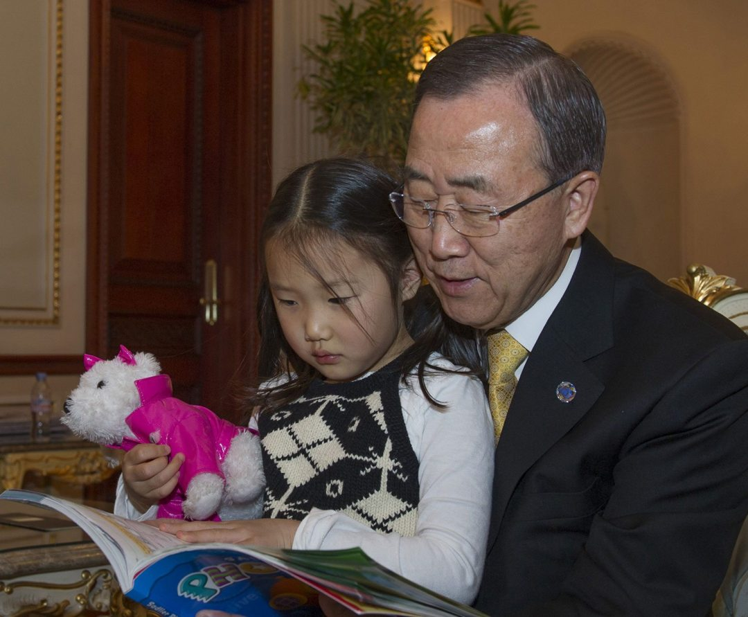 Secretary-General Ban Ki-moon reading with his grand-daughter on a recent visit home to the Republic of Korea