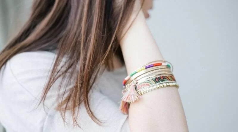 Buy bracelet online Advantages of selecting Costume Jewelry items