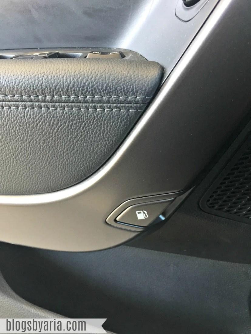 Hyundai Santa Fe Sport gas button