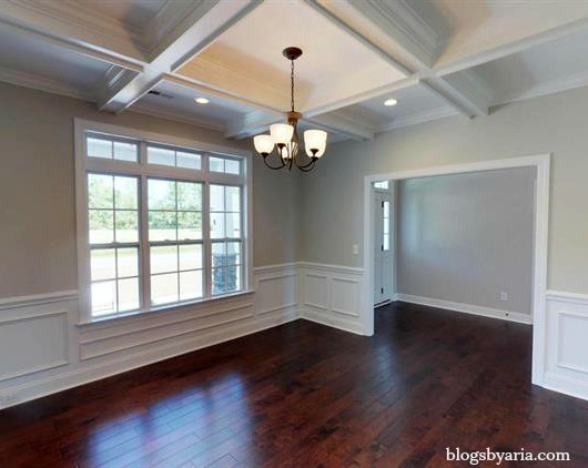 #traditional dining room with gorgeous molding
