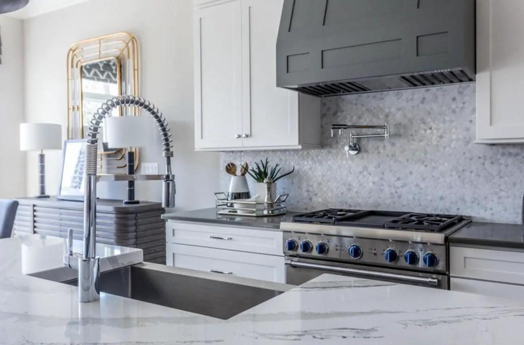 white kitchen mosaic backsplash
