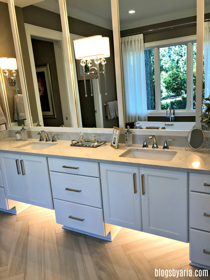 double vanity with under cabinet lighting creates an elegant and luxurious bathroom #bathroomideas