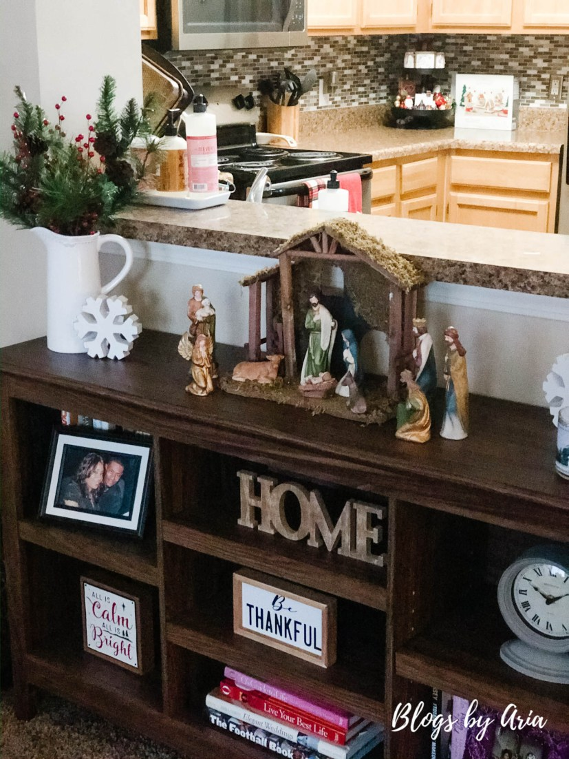 Christmas bookshelf decor