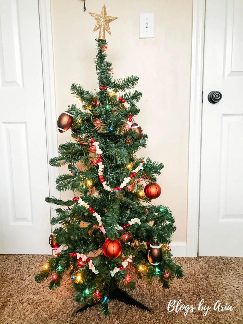 boys bedroom Christmas tree