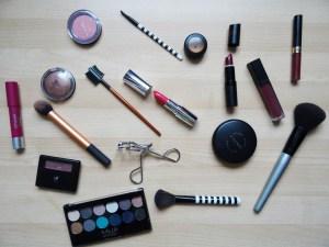 makeup-2454659_1920