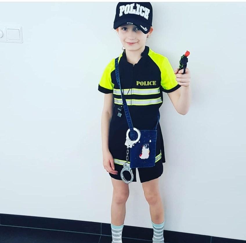 carnaval politie agent meisje