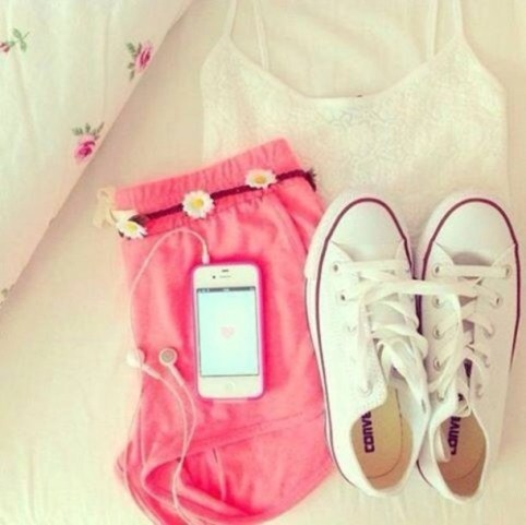 x3jdfa-l-610x610-shorts-pinkshorts-tank-pink-flower-floral-converse-white-yellow-cute-fashion-girly-tumblr-tumblrgirl-belt-brownbelt-daisybelt-leather-leatherbelt-bro