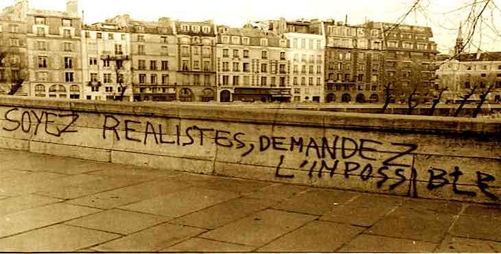 France. Paris et Banlieue. Graffiti, bombages, inscription et affiche dans les fac et les rue autour de mai 1968