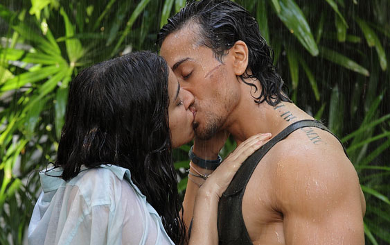 Hottest Bollywood Kisses Of 2016 - Tiger and Sharddha in Baaghi