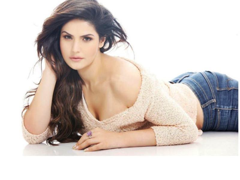 10 Hot Pics of Zareen Khan which prove that curves are super-hot!- Zareen 1