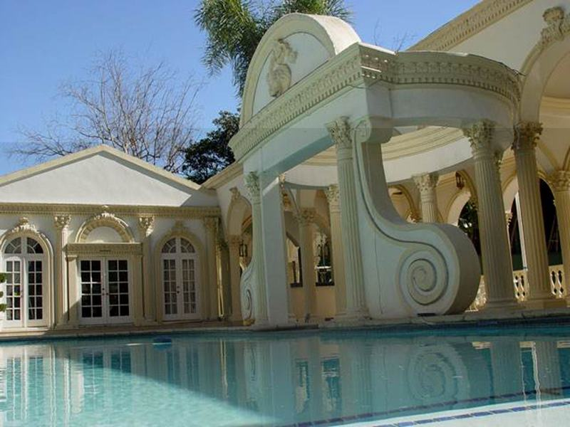 Here are some exclusive pictures of Shah Rukh Khan's house 'Mannat'- 13