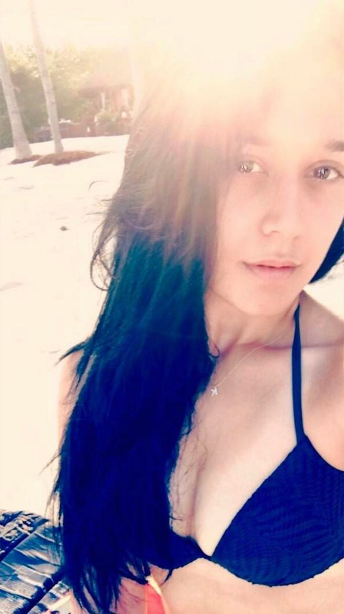 These pictures of Krishna Shroff prove that she is Bollywood ready- Selfie Lover