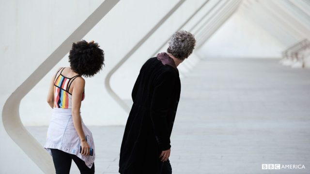 Doctor Who S10 E02 - Smile - The Doctor (PETER CAPALDI), Bill Potts (PEARL MACKIE) © BBC