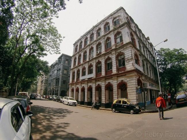 Komplek bangunan tua di belakang Taj Mahal Palace