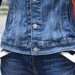Jeune femme les poches vides