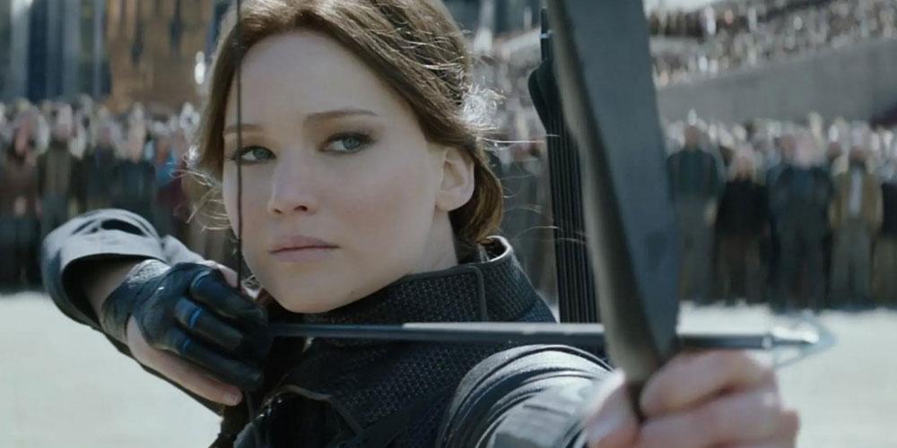 Héroïne qui s'apprête à tirer de l'arc à Panem