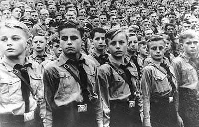 hitler_youth_in_line