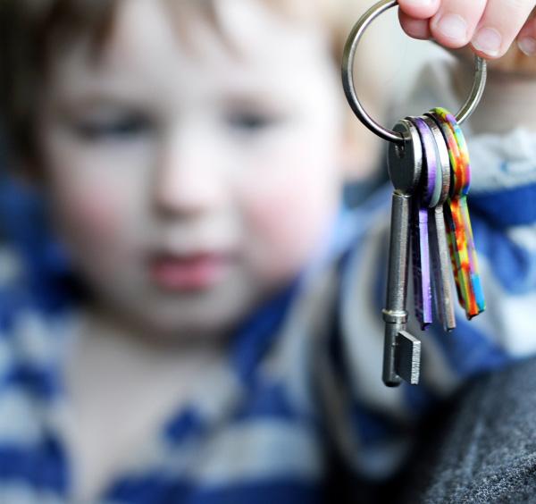 enfant-qui-veut-acceder-a-un-logement
