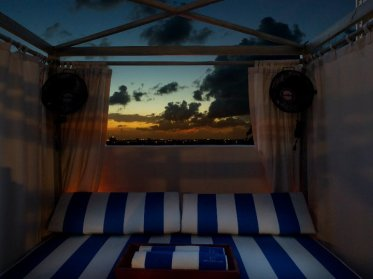soho-beach-house-miami-lit-sur-la-plage
