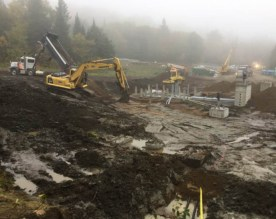 A lot of action at the construction site with difficult weather conditions.