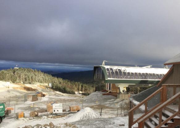 L'hiver approche : les premiers flocons de neige sont tombés sur la montagne! Creusage de plusieurs tranchées dans des conditions météorologiques difficiles.