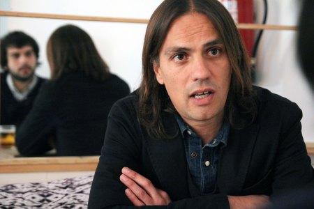 Alberto Pérez Castaños entrevista al guionista Rafael Cobos en Madrid.