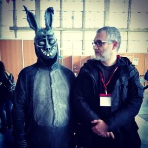 """Con amigo el conejo de """"Donnie Darko"""" en la última Comic Con de Jerez."""