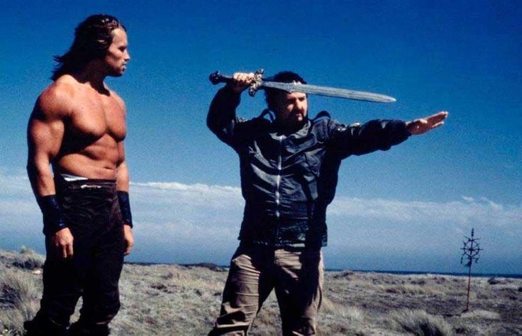 John Milius dirige a Arnold Schwarzenegger en el rodaje de Conan el bárbaro
