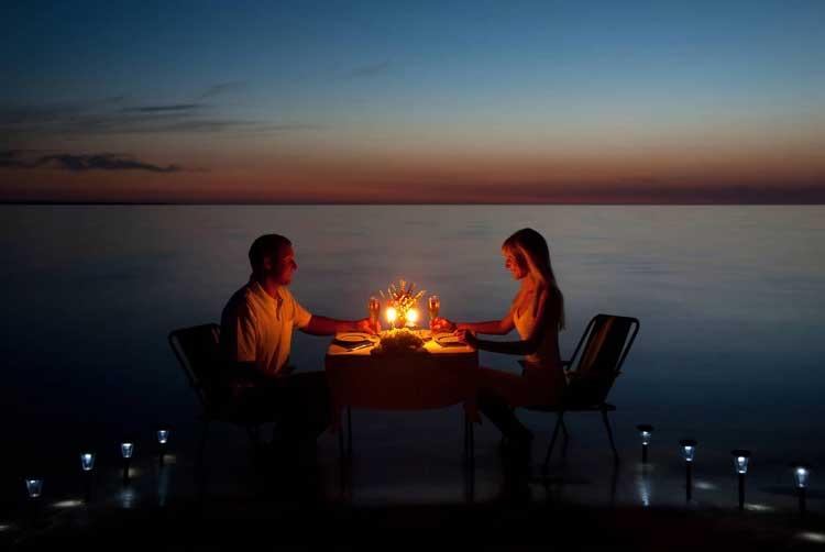 Rekomendasi Hadiah Atau Kado Valentine Untuk Pacar Dan Sahabat - Kencan romantis