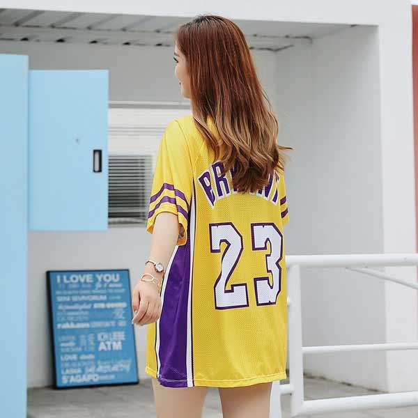 Tampil Sporty Dengan Outfit Ala Anak Basket