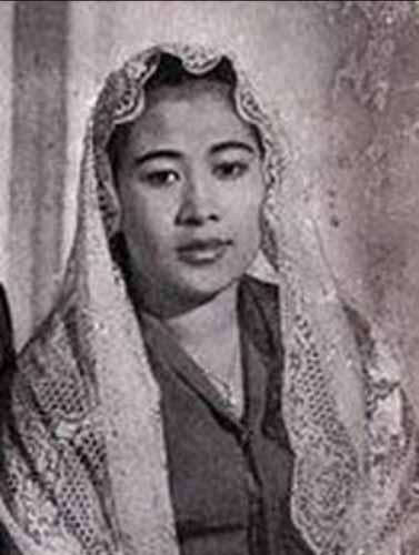Daftar Lengkap Seluruh Istri Presiden Soekarno - Fatmawati
