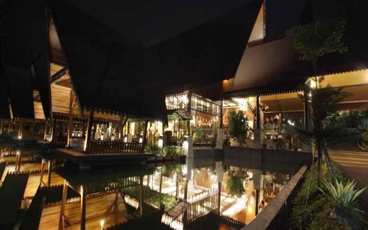 Restoran Dengan Nuansa Alam Di Bandung - Sindang Reret Cikole