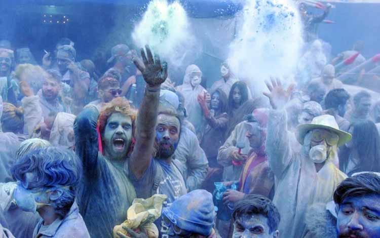 Daftar Festival Perang Paling Unik Dan Seru Di Dunia - Clean Monday Flour War