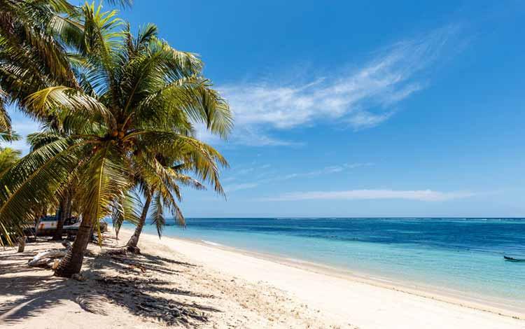 Pantai Indonesia Yang Tak Kalah Indah Dari Maldives - Pantai Nemberala