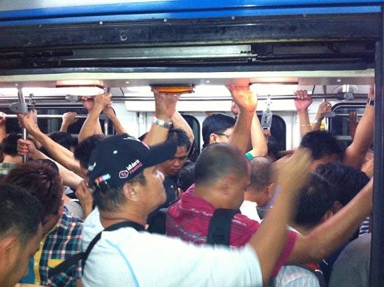 commuting in manila 1
