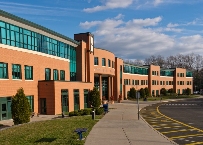 Staples_High_School,_Westport,_CT.jpg