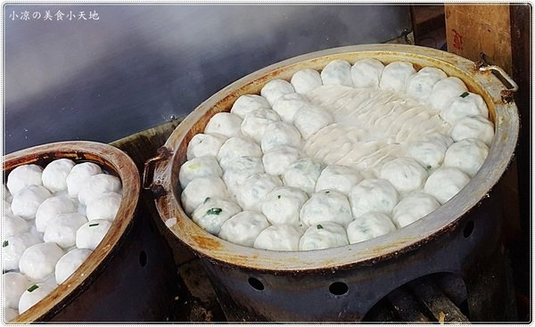 0af399e1 da81 41c5 b04f d255bc10487e - 黎明黃昏市場內,午後排隊小吃美味,現做現煎熱皮薄餡多的熱騰騰水煎包~