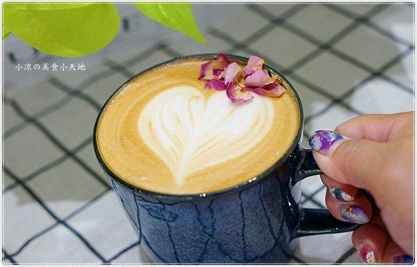 1d954057 a6b9 4ab2 aa58 25be3ce88429 - 熱血採訪║kafeD新光三越B2人氣甜點,女孩兒夢想中的美味甜品店,藝術品般的手工甜點、德式年輪蛋糕+咖啡職人的精品咖啡,驚艷味蕾!